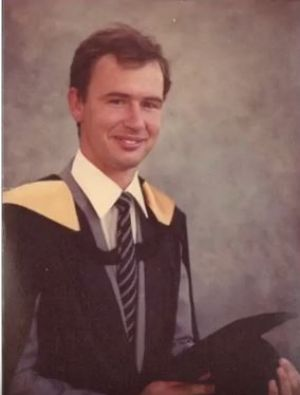 Dr Andrew Bryant graduated from the University of Queensland in 1985.