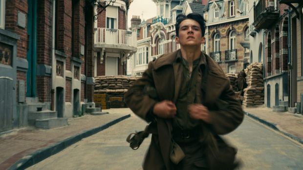 Fionn Whitehead as Tommy in the film.