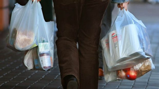 Woolworths announces all stores will ban plastic bags within 12 months