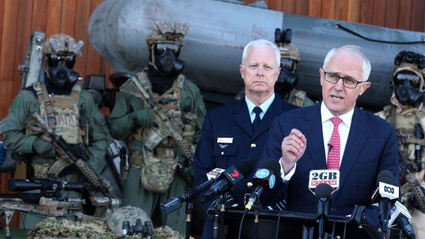 Prime Minister Malcolm Turnbull and Chief of Defence Mark Binskin at Holsworthy Barracks in Sydney.