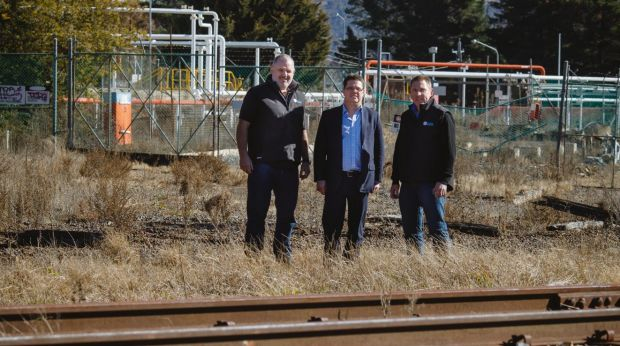 The project plans to use the railway to export recyclables and import rubbish.