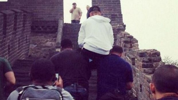 Justin Bieber had made his bodyguards carry him up the Great Wall of China back in 2013.