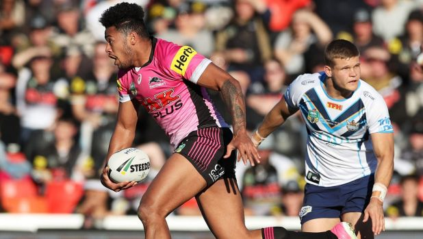Daylight: Waqa Blake sprints clear on the way to the try line.