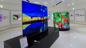 Curved OLED panels might not have taken off in the loungeroom, but LG thinks they have a future in retail.
