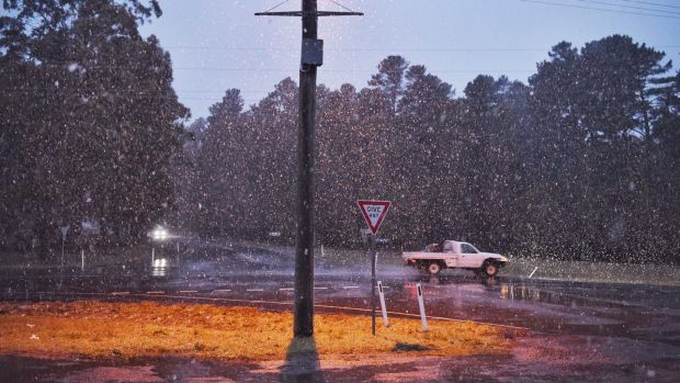 Snow showers hit Oberon on Monday morning.