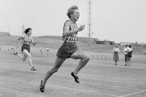 Betty Cuthbert in action during a meeting at the Sydney Sportsground on 7 December 1957.