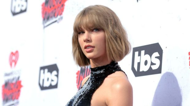 Taylor Taylor Swift wipes social media accounts after groping trial