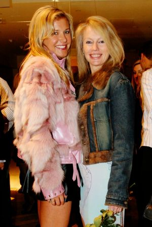 Buttrose with her friend, fellow socialite Shari-Lee Hitchcock in June 2005.