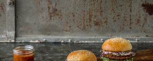 The Essento insect Bburgers contain, in addition to mealworms (Tenebrio molitor) also rice and vegetables such ...