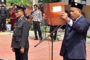 Ali Fauzi, brother of the Bali bombers and Chairman of the Lingkar Perdamaian Foundation reads the proclamation of ...
