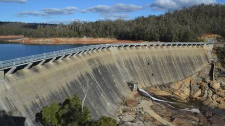 Wellington Dam has high levels of salt in its water, which has previously made it unfit for agricultural schemes.