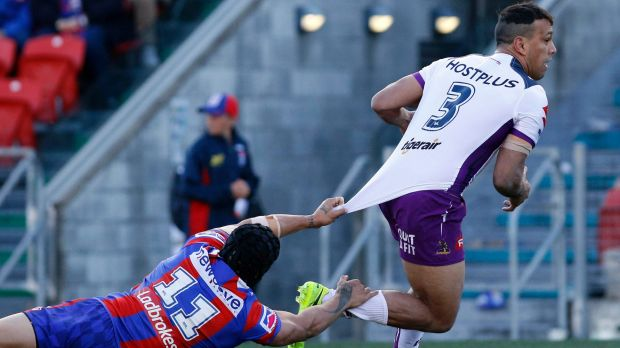 Elusive: Sione Mata'Utia can't hang on to William Chambers.