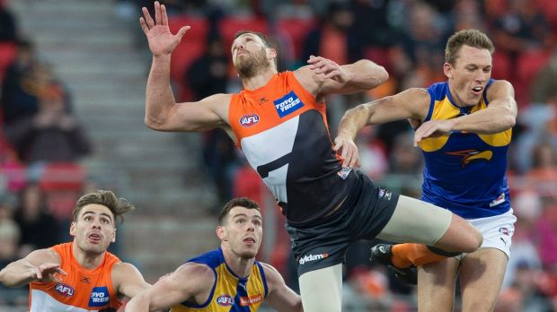 Duel: Shane Mumford of the Giants and Drew Petrie contest the bounce.