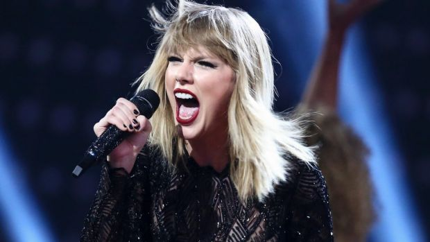 Taylor Swift shuts down Kim, Kanye, Katy and Calvin with snake clip.