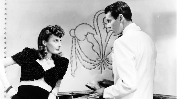 Barbara Stanwyck and Henry Fonda in The Lady Eve, 1941. Edith Head's costumes disguised Stanwyck's low-slung backside.