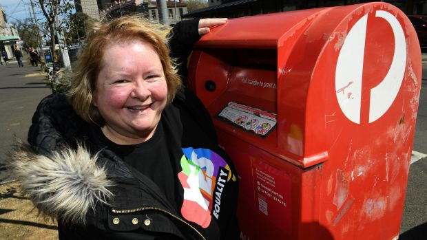 "Magda Szubanski voting ""yes""."