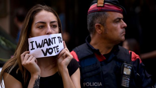 Spanish police arrest Catalan official in referendum row