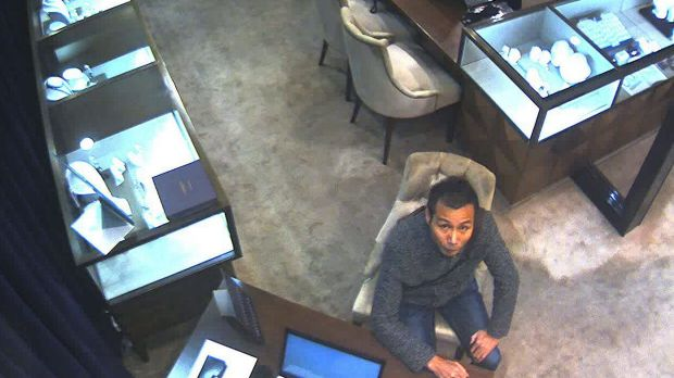 Sydney police investigating after man allegedly stole five-carat diamond