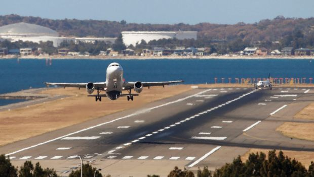 Qantas and Emirates compete for Kiwis with extra flights
