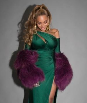 Beyoncé ruled the carpet in a custom sculpted emerald gown designed by Walter Mendez.