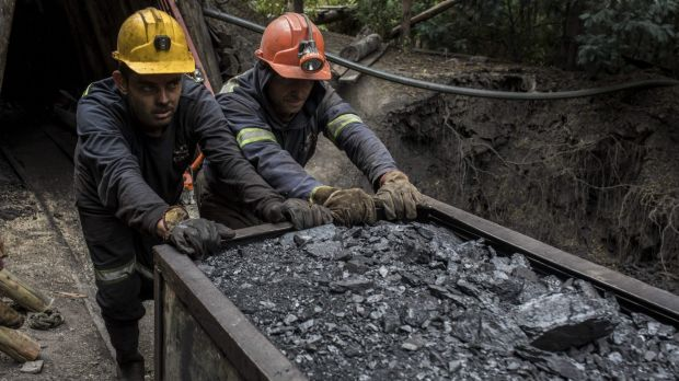 Colombian coal miners push a wagon of coal: Campaign seeks to urge more nations to cut use of the fossil fuel.