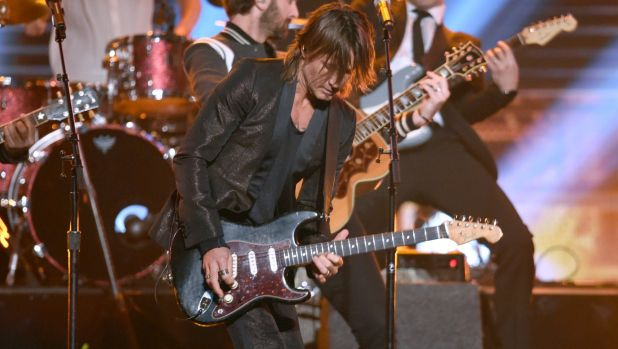Keith Urban performed his new single 'Female' at the awards.