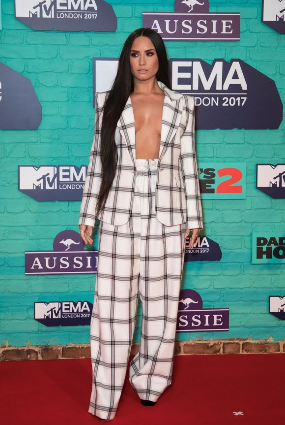 Just when you though the trend was being rested on red carpets, Demi Lovato opted for a suit co-ord without a top underneath.