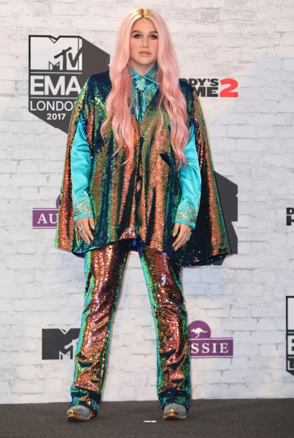 Singer Kesha wore a technicolour co-ord.