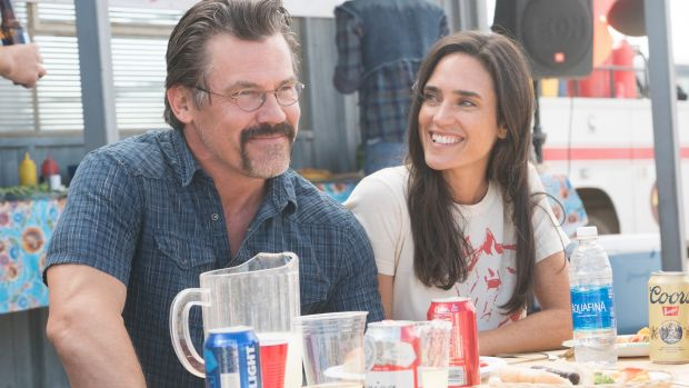 Josh Brolin and Jennifer Connelly in Only the Brave.