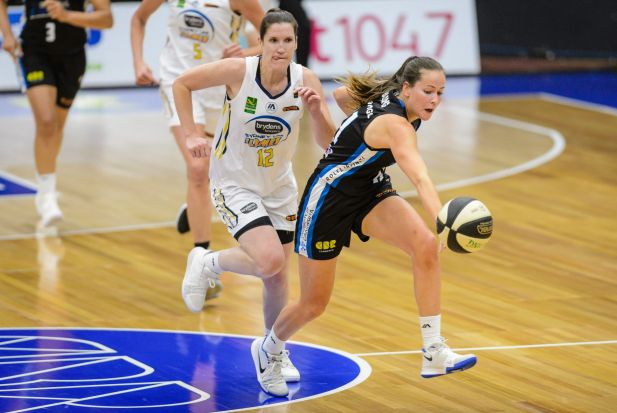 Capitals forward Keely Froling beats Flames guard Belinda Snell to the ball.