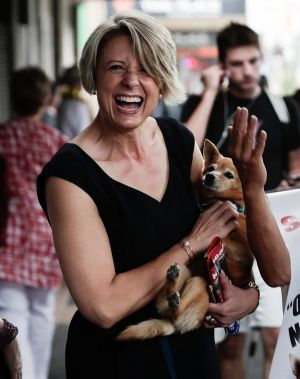 LKristina Keneally meets Sydney identity Danny Lim and his dog at the Epping pre-poll booth.