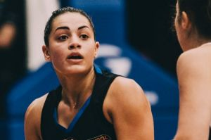 Canberra's Maddison Rocci looks for options.