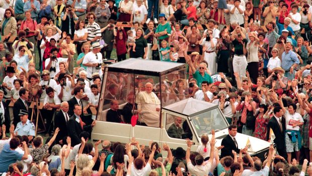 Pope John Paul II waves to the crowd on his way to preside over the Mass beatifying Mary MacKillop, Sydney,  January 19, ...
