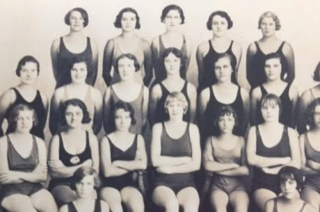 Rita Smith (front row, middle) in a group photo of women members of the Sandgate Amateur Swimming Club .