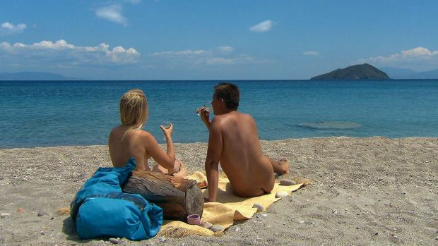 A man and a woman co-habit on a deserted island in <i>Adam Looking for Eve</i>.