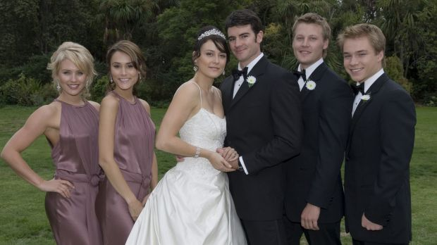 Rosetta (Natalie Saleeba) and Frazer (Ben Lawson) get married in <i>Neighbours</i>.