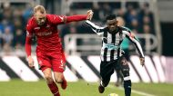 Swansea City's Mike van der Hoorn, left, and Newcastle United's Christian Atsu battle for the ball during the English ...