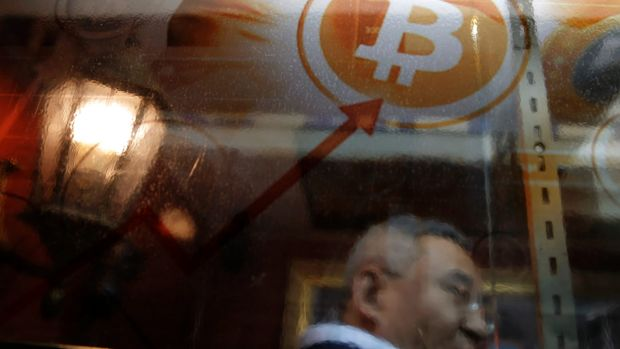 If history is any guide, bitcoin will fall back below $US1000, says Bloomberg strategist.