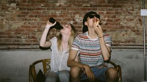 """Men get a """"rush"""" from eating in front of others, but women feel self-conscious."""