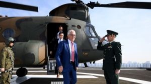 Australian Prime Minister Malcolm Turnbull disembarks a JGSDF Chinook helicopter at the Japanese Ministry of Defence in ...