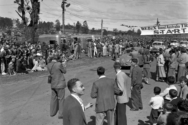Crowds watch the start of the 1955 Trial at Parramatta Park in 1955.