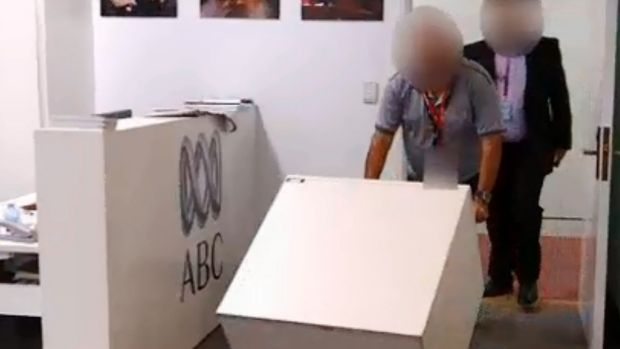 ASIO officers deliver a safe to the ABC's parliamentary bureau last week to secure the misplaced cabinet files.