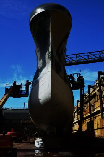 HMAS Onslow is cleaned, repaired and repainted at the Garden Island dry dock.