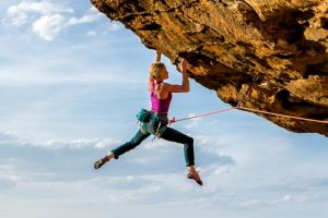 Monique Forestier climbing 'Tiger Cat' in the Blue Mountains.