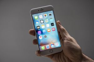 A simple battery replacement on his iPhone 6S Plus is all this columnist needs.