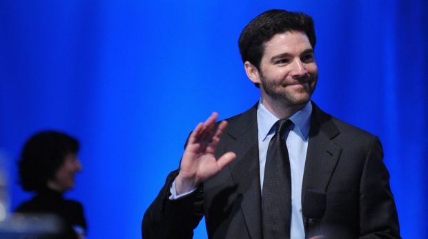 LinkedIn CEO Jeff Weiner will decline his 2016 annual stock compensation in order to pass it on to his employees.