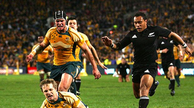 Peter Hynes scores a try for the Wallabies during their 2008 Tri Nations series Bledisloe Cup match against the All Blacks.