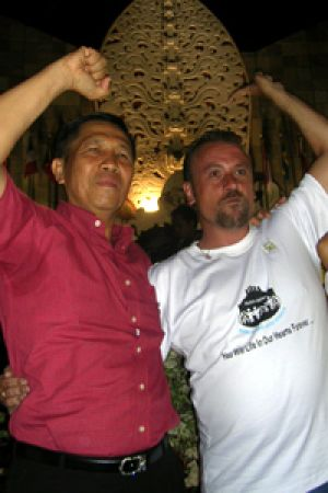 Dallas Finn with now Bali governor Mardae Mangku Pastika at the second anniversary of the Bali bombings.