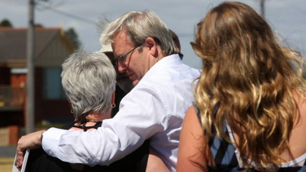 Kevin Rudd flew into Warrnambool to visit Leon and Joan Davey at their home for a BBQ and talk about their lost son and ...