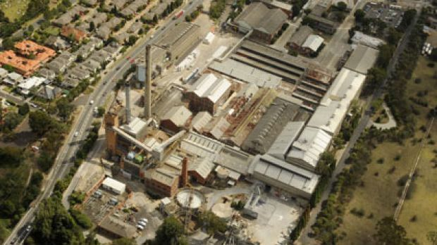 Development has stalled on Amcor's Alphington paper mill over clean-up costs.
